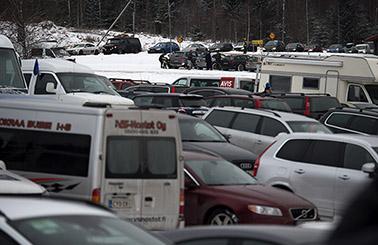 Rally Sweden är en enorm folkfest och här vid berömda Colins Crest samlades tusentals åskådare.